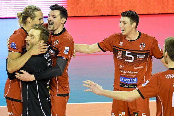 La joie des joueurs du CVB52 le 23 avril 2019, après avoir remporté le 2e set. Lors de ces quarts de finale du championnat de volley de Ligue A, les Chaumontais ont battu Montpellier sans perdre un seul set.