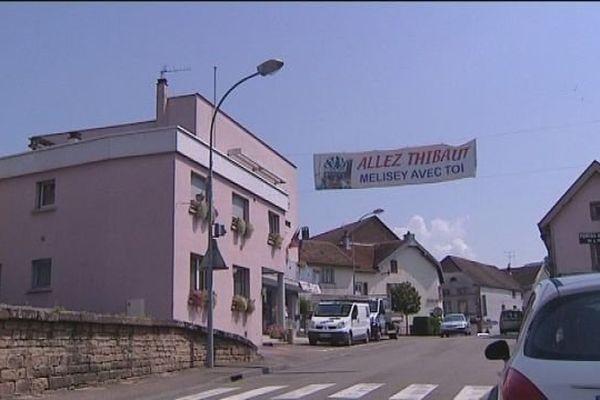 La banderole de Mélisey qui encourage Thibaut Pinot