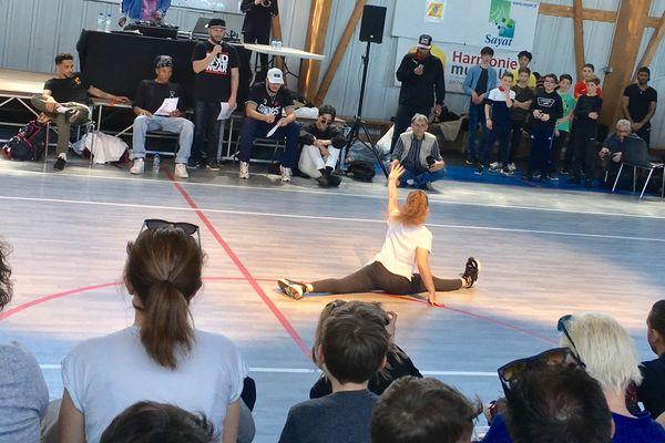 La 8e battle Fusion de Sayat, dans le Puy-de-Dôme, a rassemblé une centaine de danseurs de hip-hop dont une cinquantaine de 'kids'.