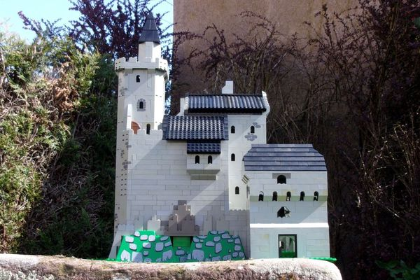 Reproduction du château d'Hugstein (Haut-Rhin) en Lego.