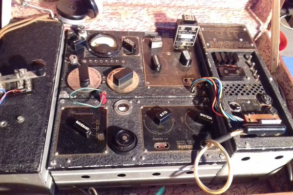 Une valise radio de la Résistance type 3MK2, fabriquée dans les ateliers anglais du SOE