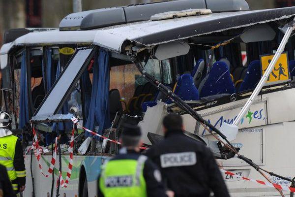 Six adolescents sont décédés ce matin dans l'accident d'autocar de Rochefort.