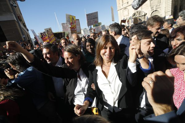 Michèle rubirola, maire de Marseille, entourée de ses adjoints .