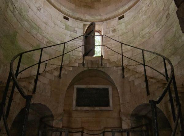 Le regard de la lanterne est classé depuis 2006 au titre des monuments historiques mais n'alimentent plus Paris en août depuis le XIXe siècle.
