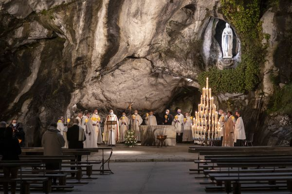 Le sanctuaire de Lourdes lors de la fête de Notre-Dame de Lourdes en février 2021