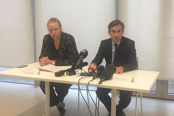 Sophie Thomas, directrice territoriale adjointe de la police judiciaire de Montpellier et Raphaël Balland, procureur de la République de Béziers, en conférence de presse le samedi 16 octobre 2021.