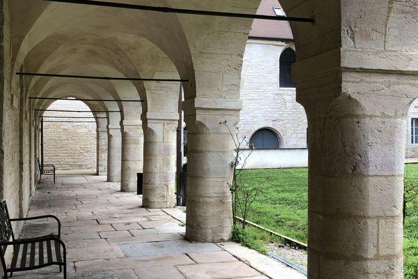 Le cloître de la résidence hôtelière des Cordeliers à Dijon