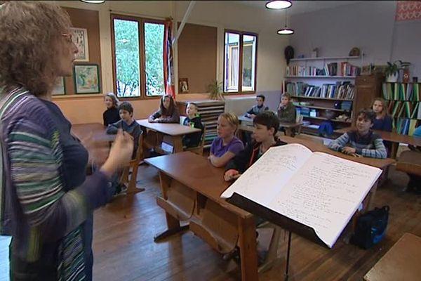 L'école de Steiner-Waldorf de Saint-Menoux propose une pédagogie alternative.