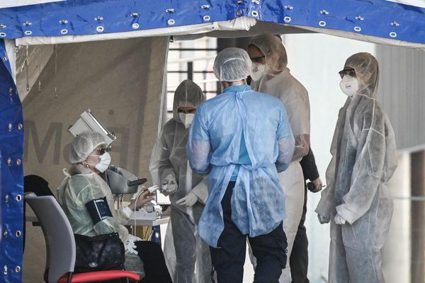 Des soignants de l'Hôpital Henri-Mondor à Créteil