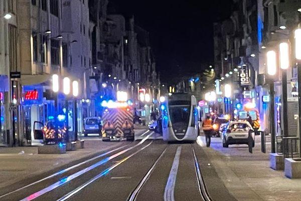 La circulation des tramways dans l'hyper centre de Reims a été stoppée. Le couvre-feu était déjà en vigueur.