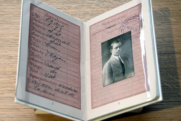08/10/2020 Exposition Antoine De Saint Exupéry à Lyon. Le passeport de l'écrivain pilote.