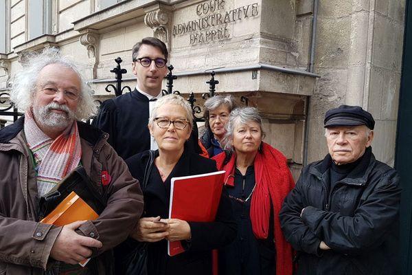 Me Marc Rouxel, l'avocat de SOS Mariage Forcé, avec le conseiller municipal Gilbert Bertrand, mais aussi Brigitte Le Chevert, Paul et Catherine Chauvin, Jean-Claude Sylvestre et Hélène Lutz.
