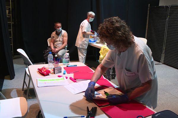 Le centre de vaccination de Guéret accueille près de 2500 personnes éligibles à la vaccination chaque semaine dont certaines issues d'autres départements