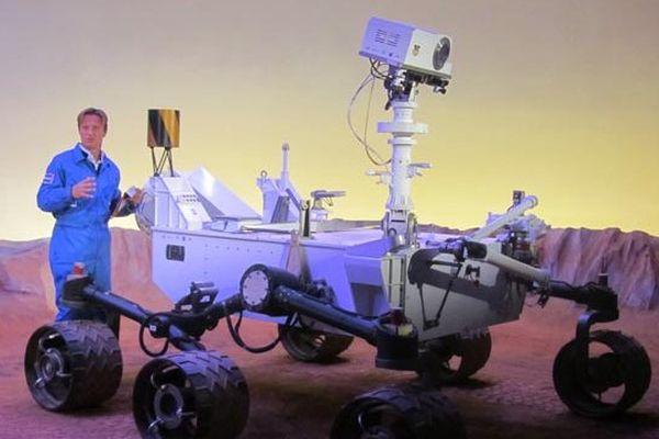 """Pierjean Frison dans le décor de l'exposition """"Explorez Mars"""" à le Cité de l'Espace"""