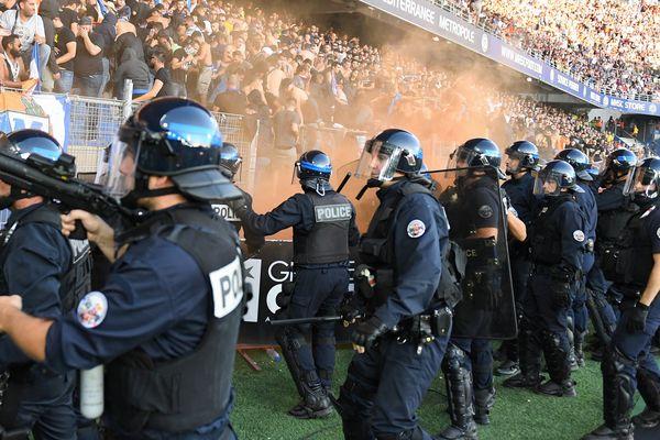 Le préfet du Gard Didier Lauga avait justifié cette mesure d'interdiction en raison des incidents qui avaient émaillé le match Montpellier-Nîmes le 30 septembre.