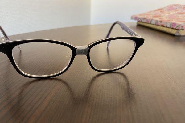 De la colle sur des lunettes vaut mieux que pas de lunettes du tout.