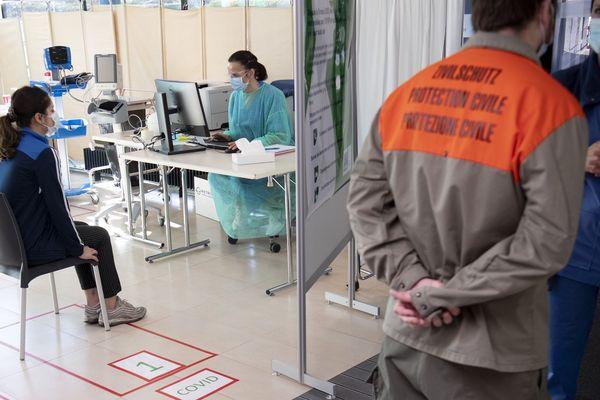 Consultation de patient (cas potentiel de coronavirus) à l'hôpital de La Chaux-de-Fonds en Suisse.