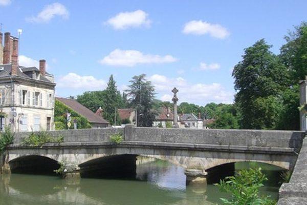 La ville de Clamecy, dans la Nièvre, compte environ 3 500 habitants