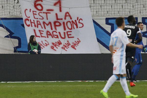 Une banderole disposée dans le stade Vélodrome, à Marseille, lors du match OM-Angers.