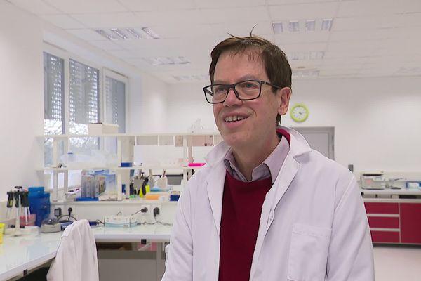 Philippe Froguel, professeur à l'Université de Lille 2, interviewé par une équipe de France 3 Nord-Pas-de-Calais le 17 février 2021