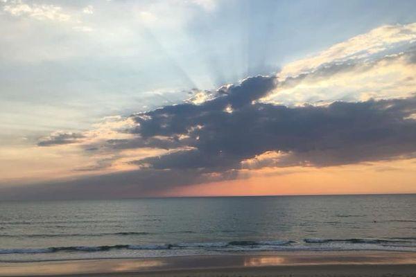 Spectacle des nuages et du soleil sur l'océan - Lacanau- Gironde (33) - Avril 2019