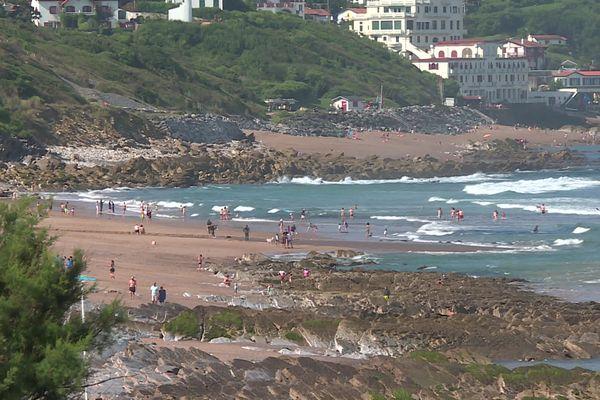 Réouverture sous surveillance accrue des plages du Pays basque après la suspicion de présente d'une algue toxique.