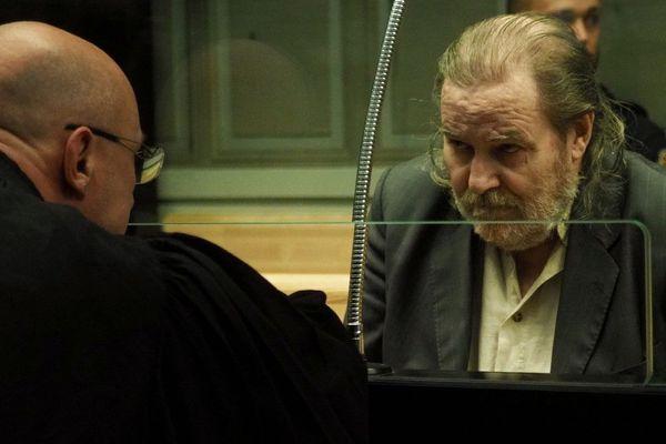 Jacques Rançon et son avocat, lors de son procès aux assises des Pyrénées-Orientales, pour les viols et les meurtres de deux jeunes femmes en 1997 et 1998, à la gare de Perpignan.