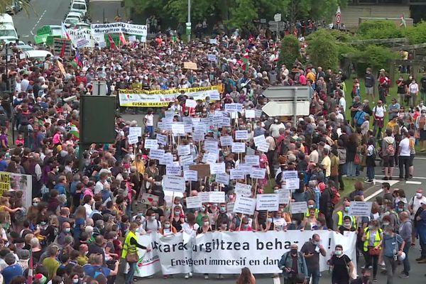 Des milliers de personnes ont manifesté dans les rues de Bayonne cet après-midi.