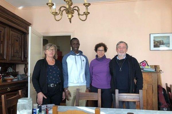 Silima Diagouraga entouré de ses soutiens, dont Ketty et Pierre Bayle (à droite)