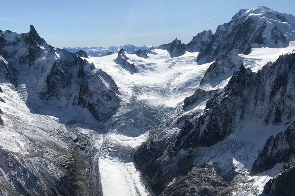 Le glacier de la mer de glace diminue de manière alarmante d'années en années à cause du réchauffement climatique.