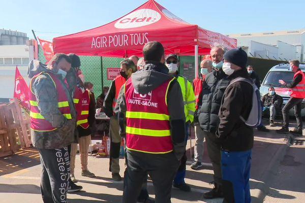 Grève à la société de métallurgie SMG Magyar près de Gray.