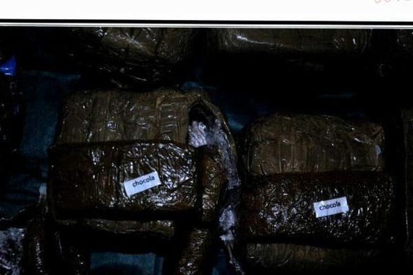 Dans des sacs de supermarché, 60 kilos de résine de cannabis.