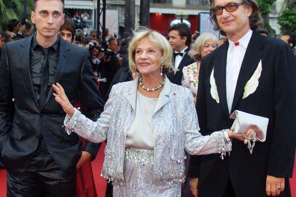 Cet ensemble composé d'une veste sur jupe longue en soie rebrodée de perles et de sequins de la maison Chanel, porté au Festival de Cannes par Jeanne Moreau en 2003 sera à la vente.