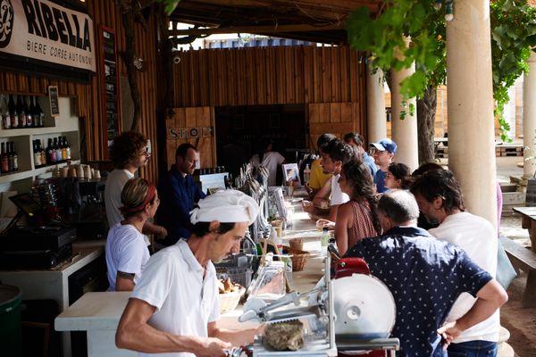Le festival Ribellazione a proposé aux gourmets et curieux d'échanger et de partager autour de la lutte pour produire et consommer autrement. Au programme : conférence, ateliers et nourriture.