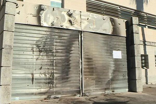 Le centre des impôts de Nîmesa été victime d'un incendie volontaire.