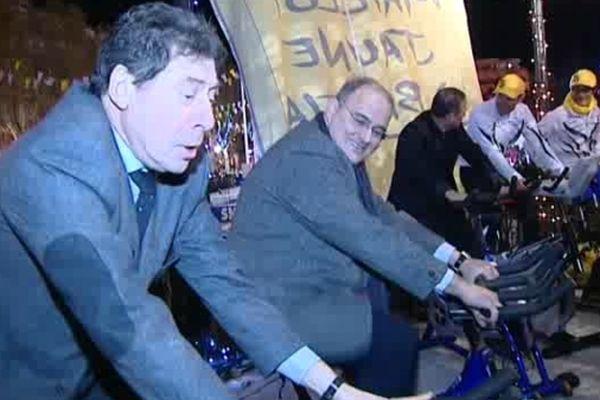 Le maire de Bastia et le président de l'exécutif pédalent dans la nuit du Tour