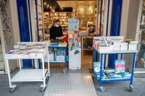 Une librairie à Paris, pendant le confinement.