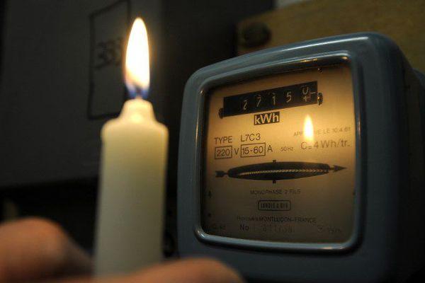 10.000 foyers sont encore sans électricité dans le centre de Nice.
