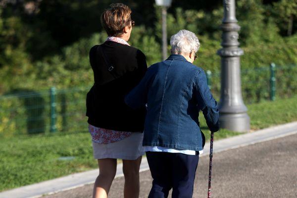 En France, la perte d'autonomie concerne aujourd'hui 8% des personnes âgées et devrait représenter, en 2060, 2,45 millions de personnes.