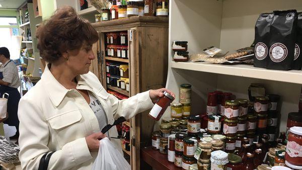 """Mme Cohen:"""" il n'y a pas que les légumes, les boîtes, les soupes, il y a l'humain aussi"""""""