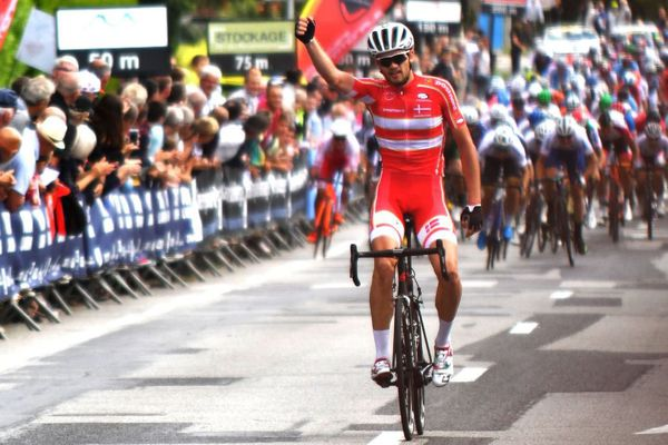 Le Danois Kasper Asgreen s'impose à Loudéac dans la première étape du Tour de l'Avenir 2017