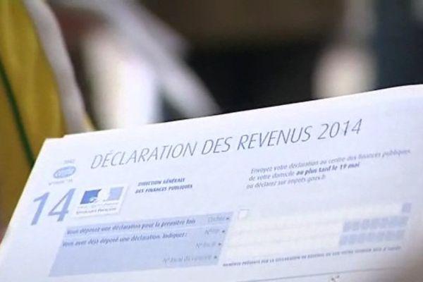 """La déclaration de revenus """"papier"""" perd doucement du terrain face à internet."""