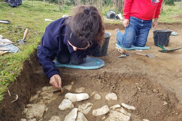 Des fouilles minutieuses sur les traces du passé.