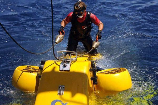 Les plongeurs se sont servis de petits sous-marins de la COMEX.