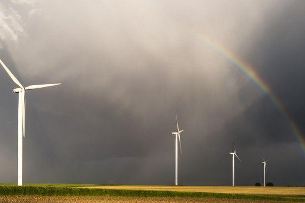 Des éoliennes, près de Vierzon, dans le Cher.