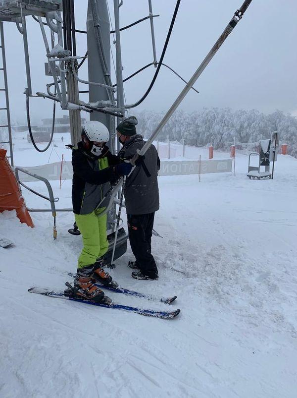 Deux remonte-pentes étaient ouverts ce samedi uniquement pour les enfants des clubs de ski du Gard, à la station Alti Aigoual-Prat Peyrot.