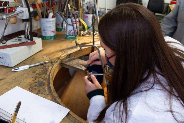 Découvrir le métier de joaillier en s'immergeant dans un atelier d'artisan bijoutier professionnel, c'est ce que l'on peut trouver sur le site Wecandoo