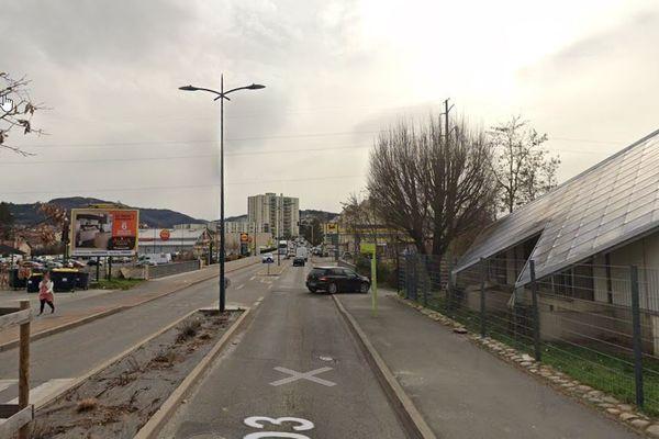 L'adolescent a été vu pour la dernière fois dans ce secteur commercial de Firminy le 19 juin vers 20 heures