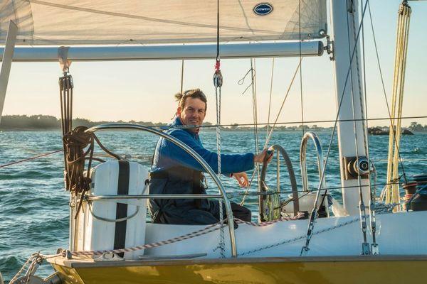 """Antoine Cousot à bord de son ketch Biscay 36 """"Métier Intérim"""" (ex Goldstar)"""
