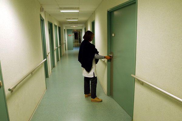 Les couloirs de l'hôpital psychiatrique Henri Laborit de Poitiers en 2005. Image d'illustration.
